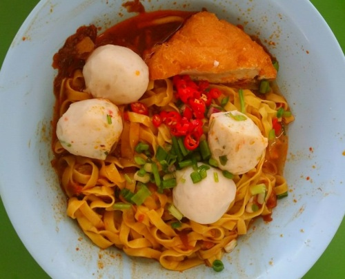 Singapore Hawker Centre Food Tasting and Sampling Neighbourhood Walking Tours - Fish Ball Noodles