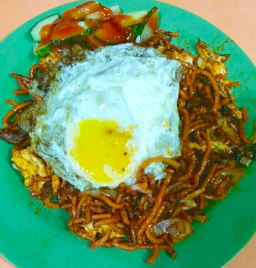 Singapore Hawker Centre Food Tasting Sampling Neighbourhood Walking Tours - Mee Goreng